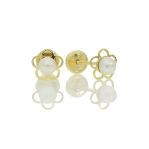 8ct yellow gold flower center pearl. £41 72 07109_